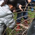 Tressage de la structure métallique d'un gabion Citrouille