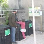 Premier apport à la placette de compostage partagé au 15 avenue Eiffel