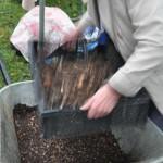 Tamisage du compost aux Pommerets à Longvic