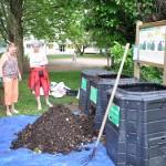 Transfert dans le bac de maturation - placette de compostage de la résidence les Arandes